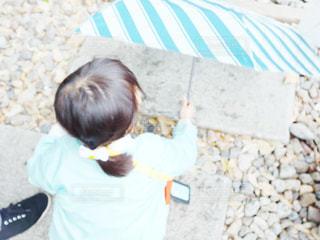 子ども,傘,後ろ姿,女の子,人物,背中,人,こども,かさ