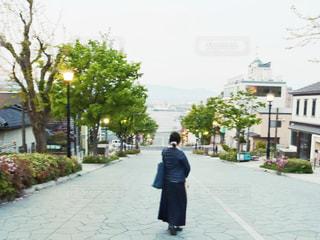 女性,後ろ姿,北海道,女,女子,人,函館,八幡坂