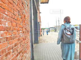 女性,後ろ姿,北海道,女,人,函館,リュック,レンガ館,煉瓦館