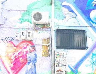 落書きで覆われた壁の地図の写真・画像素材[2232195]