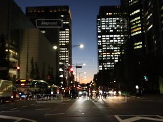 夜の街の眺めの写真・画像素材[2722547]