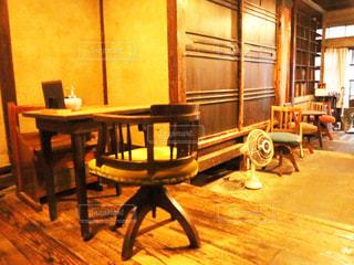 ダイニングルームのテーブルの写真・画像素材[2844677]