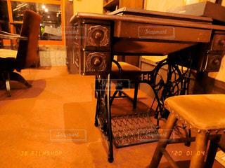 ダイニングルームのテーブルの写真・画像素材[2844712]