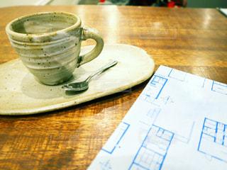 テーブルの上のコーヒー1杯の写真・画像素材[2873436]