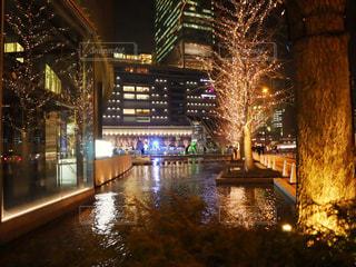 建物,夜,屋外,水面,樹木,イルミネーション,都会,高層ビル,明るい,グランフロント,シャンパンゴールド