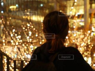 女性,1人,イルミネーション,人,明るい,グランフロント,シャンパンゴールド
