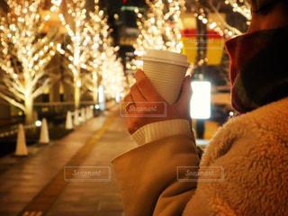 女性,コーヒー,イルミネーション,明るい,シャンパンゴールド
