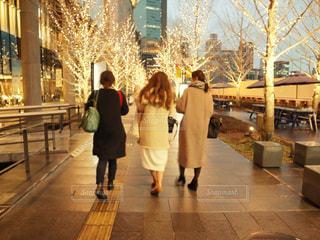 女性,風景,コート,人物,道,人,明るい,グランフロント,履物,シャンパンゴールド