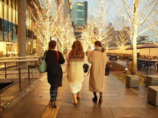 女性,3人,イルミネーション,グランフロント,シャンパンゴールド