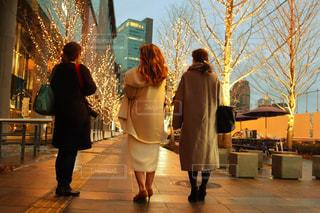 女性,風景,屋外,コート,人物,人,通り,グランフロント,履物,シャンパンゴールド