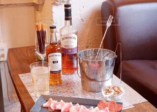 食べ物,屋内,テーブル,ボトル,カップ,ドリンク,アルコール,サントリー,アンバサダー,アルコール飲料