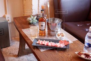 食べ物,屋内,テーブル,食器,ワイン,ボトル,カップ,ドリンク,木目,アルコール,サントリー,アンバサダー,アルコール飲料