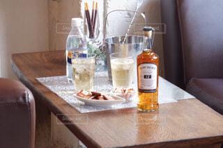 食べ物,屋内,テーブル,ワイン,ボトル,カップ,ドリンク,アルコール,サントリー,飲料,アンバサダー,アルコール飲料