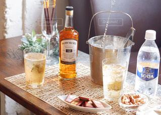 食べ物,テーブル,ボトル,カップ,ドリンク,アルコール,サントリー,飲料,アンバサダー,アルコール飲料