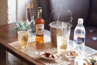 食べ物,テーブル,ワイン,ボトル,カップ,ドリンク,アルコール,サントリー,飲料,アンバサダー,アルコール飲料