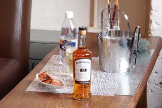 屋内,テーブル,壁,ボトル,ドリンク,アルコール,サントリー,飲料,アンバサダー
