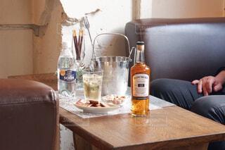 食べ物,屋内,テーブル,壁,ワイン,ボトル,ビール,カップ,ドリンク,アルコール,サントリー,アンバサダー,アルコール飲料