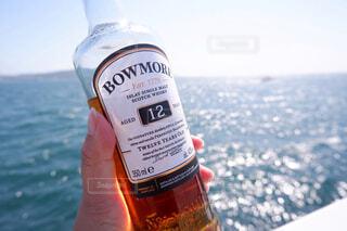 海,空,屋外,水面,人物,人,ボトル,ウイスキー,ドリンク,アルコール,サントリー,アンバサダー,アルコール飲料