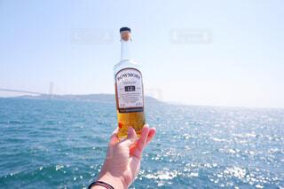 空,屋外,水面,人物,人,ボトル,ドリンク,アルコール,サントリー,飲料,アンバサダー,アルコール飲料