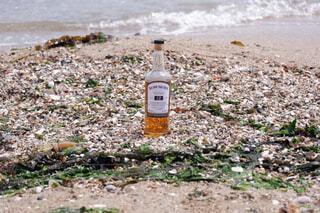 屋外,ビーチ,水面,ボトル,地面,ウイスキー,ドリンク,アルコール,アンバサダー