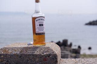 空,屋外,水面,岩,ボトル,地面,ウイスキー,ドリンク,アルコール,アンバサダー
