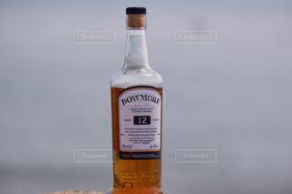 屋外,ボトル,地面,ウイスキー,ドリンク,アルコール,テキスト,アンバサダー
