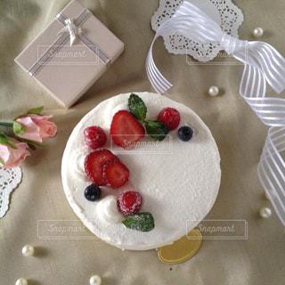 白,プレゼント,生クリーム,ホワイト,バースデーケーキ,手作りケーキ,ホールケーキ,ショートケーキ,パール,いちごショート
