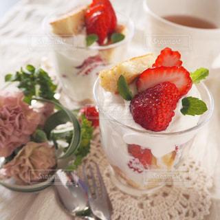 苺のグラスパフェの写真・画像素材[1763644]