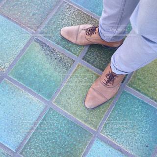 革靴を履いた男性の足元の写真・画像素材[1798931]