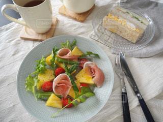 パイナップルのサラダ仕立ての写真・画像素材[1828327]