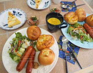 ランチ,パン,スープ,サラダ,洋食,ソーセージ,焼きたてパン,ジョンソンヴィル