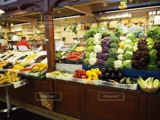 食べ物,海外,カラフル,ヨーロッパ,果物,野菜,人,市場,食品,八百屋,欧州,マーケット,北欧,フィンランド,食材,朝市,フレッシュ,彩り,ベジタブル,多色,食料品店