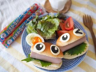おさかなソーセージのサンドイッチの写真・画像素材[3747082]