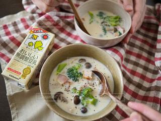 カップル,朝食,家,スープ,人,夫婦,朝,二人,豆乳,ホッ豆乳,おいしい無調整豆乳,野菜とキノコの豆乳スープ