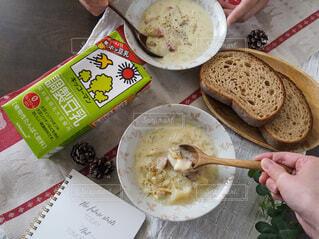 カップル,朝食,パン,スープ,人,夫婦,二人,豆乳,クラムチャウダー,ホッ豆乳,豆乳クラムチャウダー