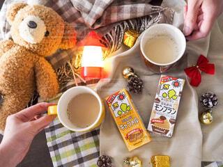 カフェ,カップル,家,テーブル,人,夫婦,マグカップ,二人,おうちカフェ,豆乳,お茶の時間,豆乳飲料,ホッ豆乳,豆乳飲料モンブラン,豆乳飲料キャラメル