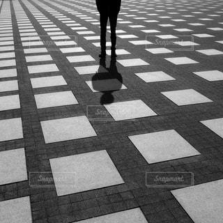歩道を歩く人の写真・画像素材[1632397]