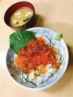 イクラ丼の写真・画像素材[1652437]