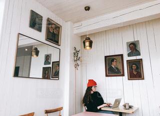 カフェでお仕事の写真・画像素材[1528678]
