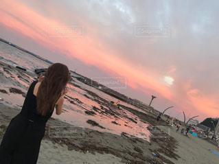 女性,海,空,夏,夕日,ビーチ,砂浜,夕暮れ,海岸,summer,ロング,フォトジェニック