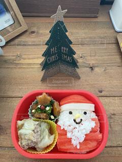 クリスマスの日のお弁当のサンタとツリーの写真・画像素材[4016869]
