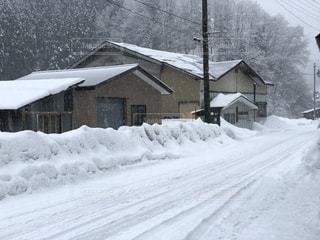 雪に覆われた家の写真・画像素材[1756247]