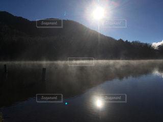 空,冬,太陽,朝日,霧,光,湖面,初冬,湯の湖