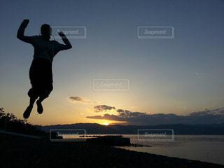 ジャンプ,元気,夕陽,夢,ポジティブ,初島,挑戦,ステップ