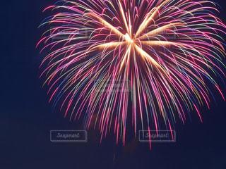 空に花火の写真・画像素材[1537409]