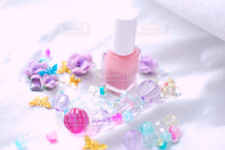 花,ネイル,ピンク,緑,白,かわいい,カラフル,きれい,綺麗,透明,紫,バラ,日差し,パープル,光,瓶,薔薇,キラキラ,ボトル,可愛い,蝶々,器,グリーン,明るい,みどり,はな,ホワイト,お気に入り,桃,ピンク色,ヒカリ,陽射し,桃色,ちょうちょ,チョウ,しろ,マニキュア,輝く,輝き,インスタ,ばら,華,むらさき,チョウチョ,ひかり,ミドリ,光り,映え,ちょう,ぴんく,ももいろ,ケア,インスタ映え,多色,あかるい,ぴんく色