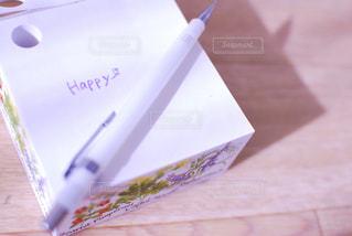 かわいい,カラフル,きれい,綺麗,紫,日光,お花,日差し,パープル,鮮やか,光,ハート型,テーブル,ハート,ペン,机,キラキラ,ハートマーク,可愛い,ひざし,書類,メモ,幸せ,メモ帳,ペーパー,happy,明るい,木目,ムラサキ,ハッピー,色,ヒカリ,陽射し,花柄,紙,描く,シャーペン,書く,輝く,輝き,しあわせ,筆記用具,インスタ,きらきら,華,カワイイ,キレイ,付箋,むらさき,木目調,ひかり,フォトジェニック,光り,つくえ,映え,分厚い,はーと,ふせん,おはな,シアワセ,かく,ハート形,厚い,めも,かみ,インスタ映え,明るさ,彩度,多色,記入,ぶ厚い,ポストイット,あかるい,はながら,筆記,はっぴー,ぺん,ぶあつい,フセン,はな花,あかるさ