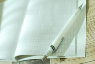 白,茶色,ノート,書類,英字,英字新聞,ペーパー,ブラウン,ホワイト,茶,紙,シャーペン,シャープペンシル,かみ,データ,方眼,方眼ノート