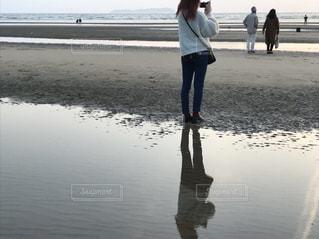 風景,海,屋外,湖,ビーチ,砂浜,水面,海岸,女の子,人物,背中,人,日中