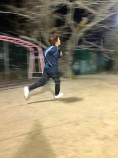 走る女性の写真・画像素材[1847457]